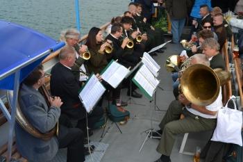 Ansamblio Tauro Ragai konsertas laive