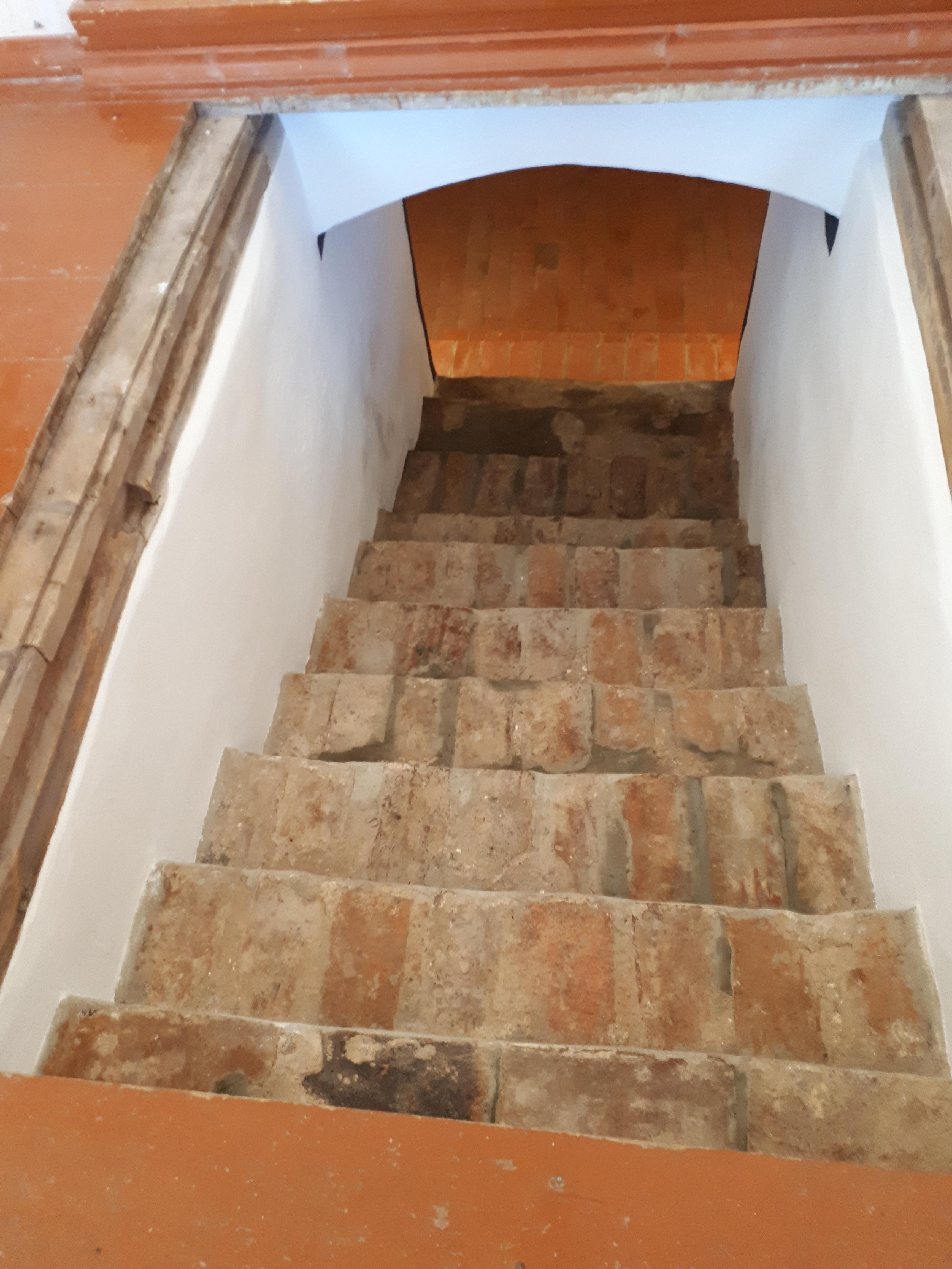 vienuolyno-laiptai