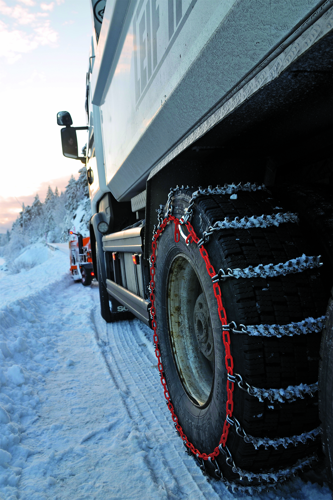 Truck_red_side_chain