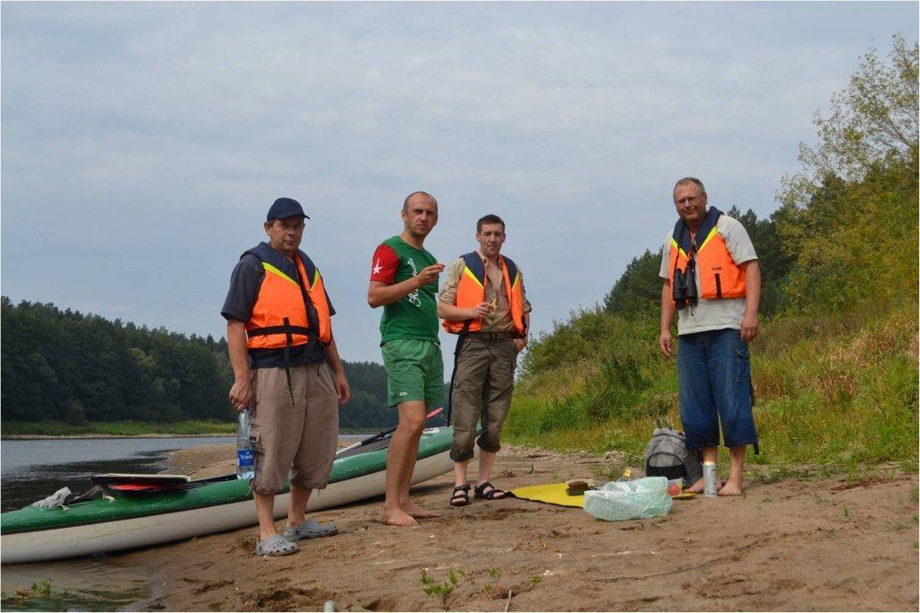 Su kolegomis iš Dzūkijos nacionalinio parko - baidarėmis Nemune